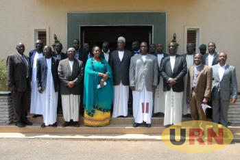 Omukama of Bunyoro Kitara Dr solomon Iguru [Middle],Omugo Karunga [Left] and Rwot David Onen of Acholi [Right] and other members of the two kingdom cultural institutions pose for a group photo at the Bunyoro Kitara kingdom palace during the visit.